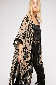 Magic Dance Kimono from Free People. A Lightweight Free People Kimono featured in a colorful pattern with a border print. View 10 Ways to Wear this kimono! Fashion Mode, Look Fashion, Fashion Beauty, Autumn Fashion, Womens Fashion, Fashion Stores, Feminine Fashion, Japan Fashion, Lolita Fashion
