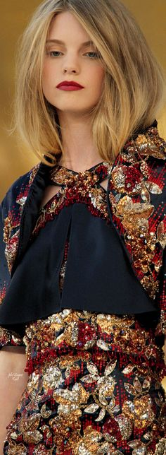 Color fashion Glam / Chanel Fall 2010 Couture