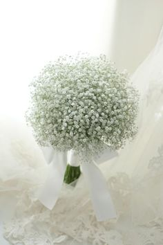 Flower Delivery Singapore - Tips to Choose a Bridal Bouquet - Flower Delivery Singapore Bride Bouquets, Flower Bouquet Wedding, Floral Wedding, Gypsophila Bouquet, Floral Lace, Best Flower Delivery, Beautiful Flowers, Beautiful Bride, Flower Arrangements
