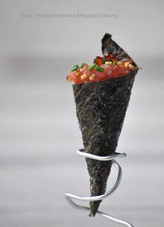 fresa & pimienta: Cucurucho crujiente de alga nori con tartar de atún.