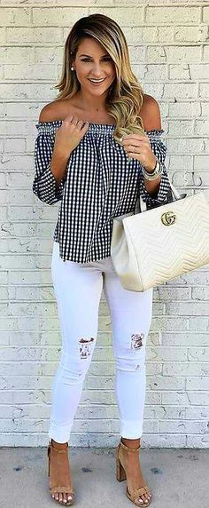 10 Outfit Essentials You Need For Spring Break amazing casual style top + rips + bag The Best of fashion trends in Mode Outfits, Fashion Outfits, Womens Fashion, Fashion Ideas, Girly Outfits, 2017 Fashion Trends Outfit, Fashion 2018, Woman Outfits, Ladies Fashion