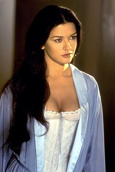 catherine zeta jones zorro -one of the worlds most beautiful women Catherine Zeta Jones, Beautiful Celebrities, Beautiful Actresses, Beautiful Women, The Mask Of Zorro, Actrices Hollywood, Monica Bellucci, Hollywood Actresses, Pretty Woman