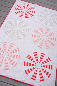 Peppermint pinwheel tutorial - cute Christmas quilt or table runner