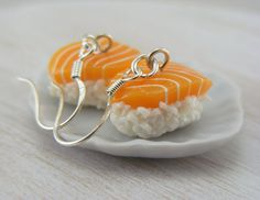 This lovely pair of salmon sushi earrings is a great gift for any Japanese food lover