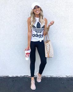 How to wear fall fashion outfits with casual style trends Sporty Chic Outfits, Casual Summer Outfits, Fall Outfits, Casual Athletic Outfits, Leggings Outfit Summer Casual, 70s Outfits, Look Legging, Look Adidas, Look Fashion