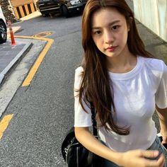 Korean Beauty Girls, Pretty Korean Girls, Pretty Asian, Asian Beauty, Asian Woman, Asian Girl, Girls With Black Hair, Ulzzang Korean Girl, Model Face
