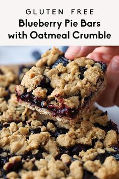 Incredible Gluten Free Blueberry Pie Bars with Oatmeal Crumble Perfectly sweet healthy blueberry pie bars topped with a delicious oat crumble. These easy vegan and gluten free blueberry bars taste jus Healthy Blueberry Pies, Blueberry Pie Bars, Gluten Free Blueberry, Healthy Blackberry Recipes, Blueberry Oatmeal Crisp, Oatmeal Bars Healthy, Desserts Keto, Healthy Dessert Recipes, Healthy Sweets