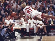 Dennis Rodman, non-stop hussle. Basketball Pictures, Love And Basketball, Basketball Legends, Sports Basketball, Basketball Players, Basketball Shirts, Michael Jordan Basketball, Dennis Rodman, Basketball Fotografie