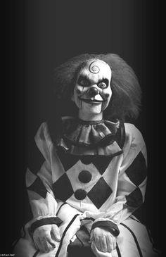 I's a creepy puppet clown from dead silence. Clown Horror, Creepy Clown, Arte Horror, Creepy Dolls, Horror Art, Creepy Photos, Halloween Circus, Spirit Halloween, Scary Movies