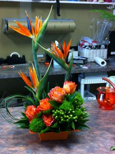 Pretty birds of paradise Home Flowers, Exotic Flowers, Tropical Flowers, Artificial Floral Arrangements, Flower Arrangements, Pretty Birds, Pretty Flowers, Corporate Flowers, Candle Centerpieces