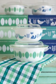 Now Designs Modglass bakers featuring elegant and traditional folklore characters and prints from Scandinavia. The meadowlands features foxes, birds & dala horses, while the planta features two tone green leaves!