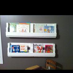 Pallet bookshelves for kids playroom