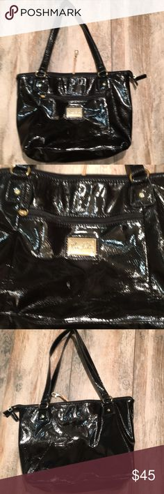 "Black patent leather shoulder bag Marc Fisher black patent leather shoulder  bag. In EUC. Purchased new at Dillards. I may have carried this person once. In immaculate condition. Looks new. 16x11"". Marc Fisher Bags Shoulder Bags"