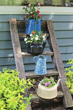 Looking for vintage garden decor designs & ideas? Take a look at these beautiful vintage garden decor ideas. Rustic Garden Decor, Vintage Garden Decor, Vintage Gardening, Rustic Gardens, Organic Gardening, Garden Decorations, Vegetable Gardening, Gardening Tips, Beautiful Flowers Garden