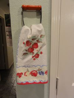 Vintage Kitchen Repurposed vintage pastry cutters into towel holders. velcro strips on the back of the handle make them easy to take down to change towels. Kitchen Redo, Kitchen Items, Red Kitchen, Kitchen Art, Kitchen Utensils, Kitchen Towels, Kitchen Gadgets, Country Decor, Rustic Decor