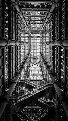 Lloyd's Building. London, England. 1978-86. Richard Rogers Architects, (Que perspectiva interesante...)
