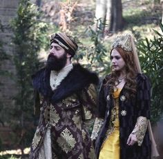 Hürrem sultan and Sultan Suleyman Han in the winter of their lives. Turkish Fashion, Turkish Beauty, Timurid Empire, Sultan Suleyman, Le Siecle, Meryem Uzerli, Kosem Sultan, Anime Drawings Sketches, Mughal Empire