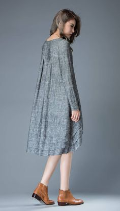 Marl Gray Lagenlook Dress – Linen Loose-Fitting Long-Sleeved Round Neck Asymmetrical Dress with Tiered Pleated Hemline Robe tunique tunique en lin robe en lin robe midi robes Kaftan Designs, Pleated Fabric, Mode Hijab, Dress Cuts, Looks Vintage, Linen Dresses, Asymmetrical Dress, Gray Dress, Plus Size Women
