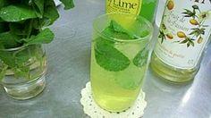 楽天が運営する楽天レシピ。ユーザーさんが投稿した「モヒート ノンアルコール版」のレシピページです。ミントを使ってすっきり夏にオススメドリンクです。シロップは普通のガムシロでもOK。モヒート。ミント,パッションフルーツシロップ,ライム果汁,ソーダ,氷