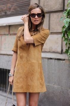 Vestido de camurça é o must have da temporada graças a vibe 70's que está super em alta!