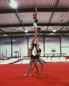 Rhythmic Gymnastics Training, Acrobatic Gymnastics, Gymnastics Workout, Gymnastics Outfits, Sport Gymnastics, Olympic Gymnastics, Olympic Badminton, Olympic Games, Group Yoga Poses