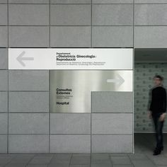 Signage for the USP Dexeus University Institute, Barcelona by Clase BCN Directional Signage, Wayfinding Signs, Signage Display, Signage Design, Door Signage, Office Signage, Environmental Graphic Design, Environmental Graphics, Hospital Signage