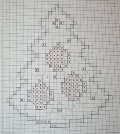Christmas tree with bell - Salvabrani Crochet Snowflake Pattern, Crochet Snowflakes, Doily Patterns, Victorian Christmas Ornaments, Crochet Christmas Decorations, Christmas Cross, Christmas Tree, Beaded Cross Stitch, Bricolage Noel