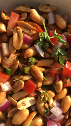 Raw Vegan Recipes, Vegan Snacks, Healthy Foods, Healthy Recipes, Snack Mix Recipes, Chaat Masala, Roasted Peanuts, Plum Tomatoes, Plant Protein