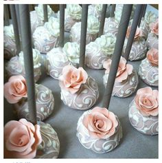 Vintage roses cake pops