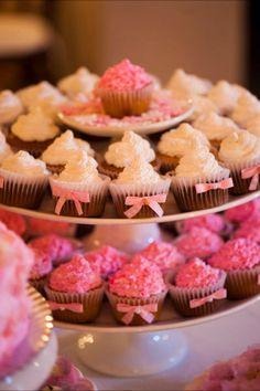 Aniversário de 15 anos da Mirela - Bolos e doces   GAAYA arte e decoração