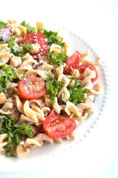 This Kale Caesar Pasta Salad is so simple to make and is full of flavor and nutrients! Filled with whole-wheat noodles, kale, tomatoes, red onion and garbanzo beans. Caesar Pasta Salads, Pasta Salad Recipes, Healthy Salad Recipes, Vegetarian Recipes, Cooking Recipes, Tomato Zucchini Bake, Zucchini Gratin, Whole Wheat Noodles, Comfort Food