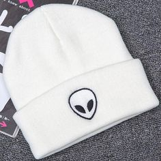 Beanie Outfit, Girl Beanie, Beanie Hats, Cute Beanies, Cute Hats, Skull Fashion, Unisex Fashion, Alien Hat, Hat Embroidery
