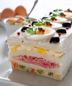 Sandwich mit russischem Salat - Pin This Sandwich Cake, Tea Sandwiches, Good Food, Yummy Food, Catering Food, Food Decoration, Food Platters, Antipasto, Creative Food