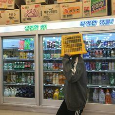 Coitada da pessoa que quiser se casar comigo kkkk essa vai sofrer kkkk Korean Aesthetic, Aesthetic Photo, Aesthetic Pictures, Aesthetic Art, Mode Ulzzang, Ulzzang Boy, Poses Photo, Cute Korean Boys, Shall We Date