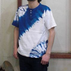 3ボタン/ななめ反転唐松 - 藍染め|藍染めTシャツ|ジーンズ|真空館-オンラインショップ- Tie Dye Fashion, Diy Fashion, Textiles, Diy Tie Dye Techniques, Tie Dye Crafts, African Tops, Shibori Tie Dye, Tie Dye Outfits, Indigo Dye