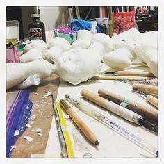 My table is a mess right now. Sculpting is a really messy process that's why I prefer to make the dolls in batches and then when they all have a face I can work on each of them individually. It's like preparing canvases really.  #danita #danitaart #artdoll #dollprocess #dollmaking #dollstagram #paperclay