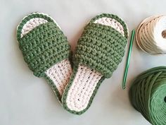 These basic shoes are very easy to crochet! They work on a single crochet stitch with minimal knowledge of the form required to complete the pattern. This is a good option for people who are making crochet slippers for the first time. Easy Crochet, Free Crochet, Knit Crochet, Crochet Shoes, Crochet Slippers, Crochet Pillow, Crochet Stitches, Crochet Cardigan Pattern, Single Crochet Stitch