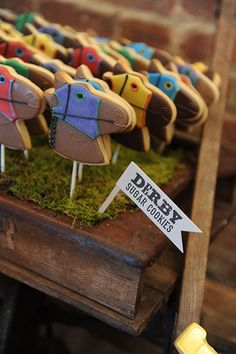 if i ever do a derby party. Derby Party Cookies - Garden and Gun NYC Derby Time, Derby Day, My Old Kentucky Home, Kentucky Derby, Horse Racing Party, Derby Horse, Run For The Roses, Race Party, Party Themes