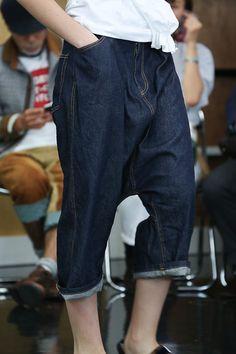 Pantalon court en jean, longue fourche [Comme des garçons]  spring/summer 2013 #denim