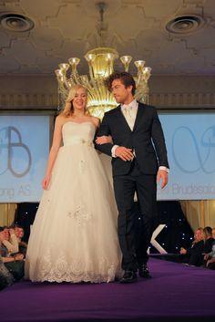 Nordavind og Zlixx Girls Dresses, Flower Girl Dresses, Wedding Dresses, Flowers, Fashion, Dresses Of Girls, Bride Dresses, Moda, Bridal Gowns