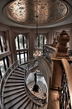 The Leela Palace, Bangalore, INDIA.  The beautiful curved staircase.