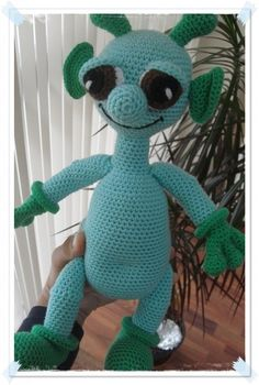 amigurumi alien attack! cuteness... / amigurumi uzaylı bey. ya da bayan. bilemedik :)