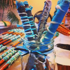 I made these for my cousins baby shower. Blue safari theme.