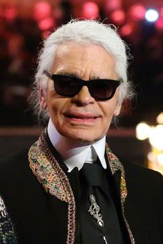 The Vampire Lestat. It's Karl Lagerfeld at the Chanel Pre-Fall 2013 collection. But seriously, could there be a more perfect vampire? Karl Lagerfeld Choupette, German Fashion, Aged To Perfection, Timeless Fashion, Business Women, Style Icons, Beautiful People, My Style, Fashion Design