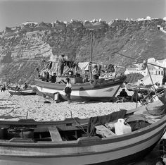 Big Country, Fishing Villages, Fish Art, Tall Ships, Vintage Pictures, Fishing Boats, Lisbon, Black And White Photography, Sailing
