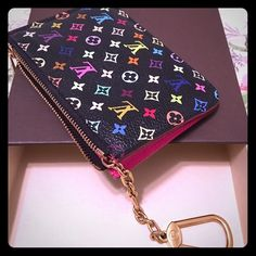 Authentic Louis Vuitton Multicolour Key Cles Multicolor Noir color. Super beautiful and in wonderful condition. Rare and discontinued, highly sought after piece. Hot Pink interior. Date code is CA2142. Better price on ♏️ Louis Vuitton Bags Clutches & Wristlets
