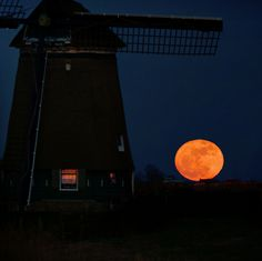 SuperMoon rising at our Dutch glory by B℮n, via Flickr