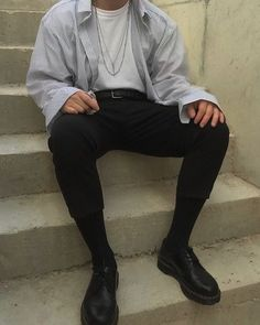 Men's Fashion- Simple white shirt, black pants outfit with a young lively touch. Kpop Outfits, Mode Outfits, Grunge Outfits, Guy Outfits, Dress Outfits, Summer Outfits, 90s Fashion Grunge, Boy Fashion, Fashion Outfits