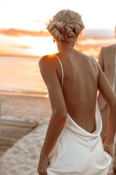 Stunning Mozambique Beach Wedding at Sunrise – Sussurro – Ayeh Photography – Bo and Luca – Bridal Musings 65 Brides And Bridesmaids, Bridesmaid Dresses, Wedding Dresses, Wrap Dresses, New York Wedding, Wedding Day, Sunrise Wedding, Bridal Musings, Bride Hairstyles