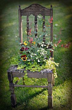 Garten Dekor Kunst Idee Stuhl Recup - Decorating I - Amenagement Jardin Recup Beautiful Flowers Garden, Love Flowers, Beautiful Gardens, Beautiful Scenery, Rustic Gardens, Outdoor Gardens, Veggie Gardens, Rustic Garden Decor, Vintage Garden Decor